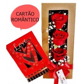 ROSAS NA CAIXA COM CARTÃO ROMANTICO